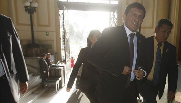 Víctor Isla hizo el anuncio tras la reunión en privado de los portavoces. (Perú21)