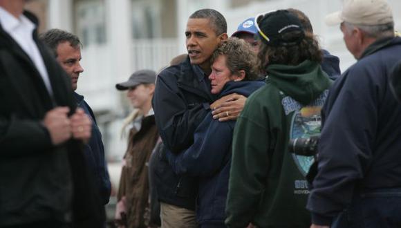 SOLIDARIO. Obama visitó la zona donde tocó tierra la tormenta 'Sandy' y dio ánimo a los damnificados. (AP)