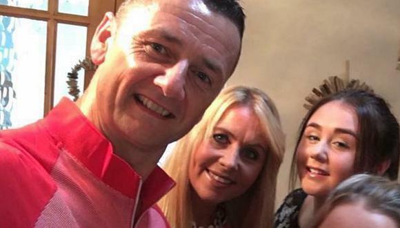 Adrian Smith, su hija Bella y la esposa Maria Elana. Bella tenía 22 años cuando falleció en el accidente de tránsito. (Foto: Facebook)