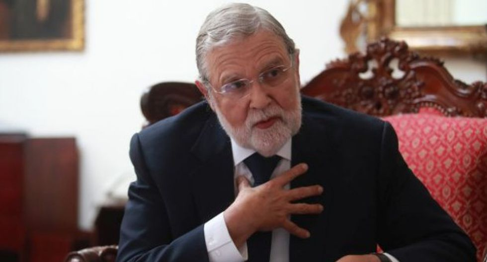 El presidente del TC, Ernesto Blume, se mostró a favor del diálogo y no de la confrontación entre el Congreso y el Ejecutivo. (Foto: GEC)
