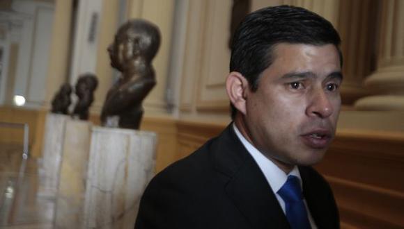 Denunció que fue víctima de interceptación en el momento en que se enfrentaba con el Gobierno y su bancada. (Martín Pauca)