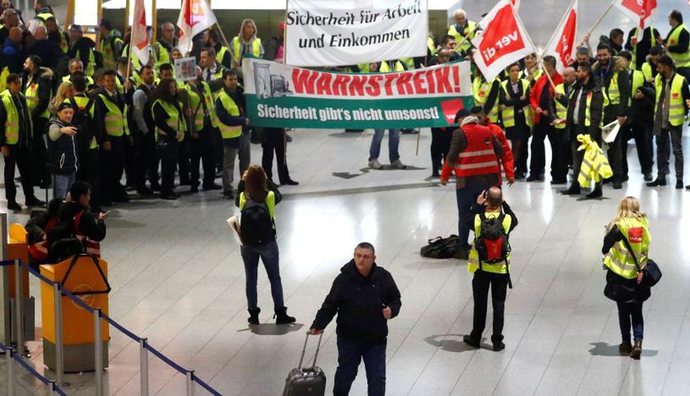 Los paros son una demostración de fuerza de los 23.000 empleados de este sector, que exigen en las actuales negociaciones del convenio colectivo un salario bruto de 20 euros brutos por hora en todo el país. (Reuters).