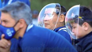 Diego Maradona indignado con las personas que se burlaron por el protector facial que utilizó