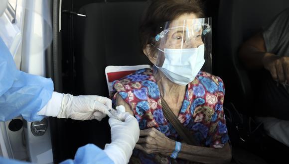 El proceso de vacunación a adultos mayores se realiza a nivel nacional con dosis de Pfizer. (Foto: Archivo GEC)