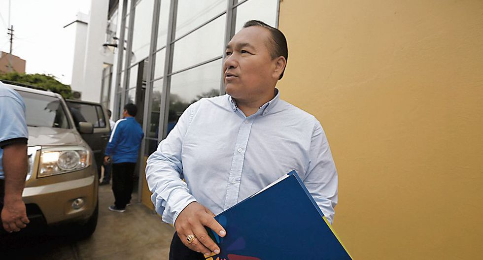 Contra todo. Alcalde insiste en llevar adelante proceso, pese a denuncias en su contra. (CésarCampos/Perú21)