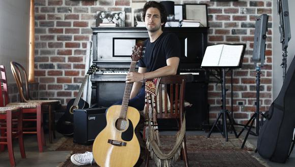 Sebastián Llosa es el hijo del cineasta Lucho Llosa y la cantante Roxana Valdivieso.