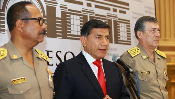 El ministro del Interior, Carlos Morán, declaró ante la prensa, luego de acudir a la Comisión de Defensa del Congreso. (Foto: Violeta Ayasta / GEC)