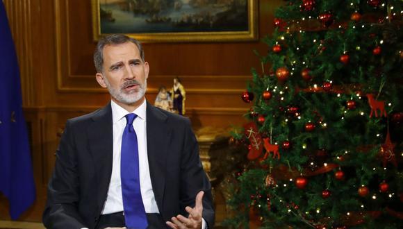 El Rey Felipe VI pronuncia su tradicional discurso de Nochebuena, desde el Palacio de La Zarzuela. (EFE/Ballesteros).