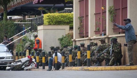 Tensión en el centro comercial de la capital keniata. (AP)