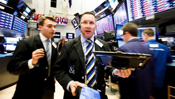 Los inversionistas se mostraron cautelosos también por la decisión de la FED de elevar las tasas de interés y su aviso de que las continuaría aumentando el próximo año.(Foto: EFE)