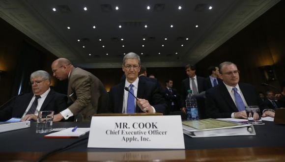 Tim Cook, presidente de Apple, en el banquillo. (AFP)