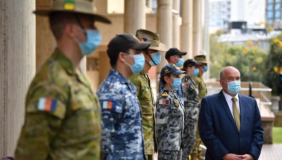 Las tropas de Australia se han unido a la policía de Nueva Gales del Sur a patrullar las calles en el oeste y suroeste de Sydney para garantizar que se cumplan las órdenes de salud COVID-19 en los puntos críticos donde el virus está aumentando. (EFE / EPA / JOEL CARRETT AUSTRALIA Y NUEVA ZELANDA)