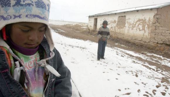 Niños de la localidad arequipeña de San Antonio de Chuca no solo soportan bajas temperaturas. (Heiner Aparicio)