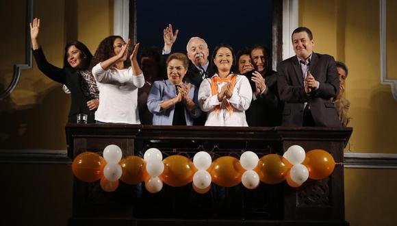 Keiko Fujimori y Fuerza Popular rechazaron petición del fiscal José Domingo Pérez. Al lado derecho de la foto está el entonces congresista Rolando Reátegui, quien luego declaró sobre los aportantes fantasmas del partido naranja. (Foto: GEC)
