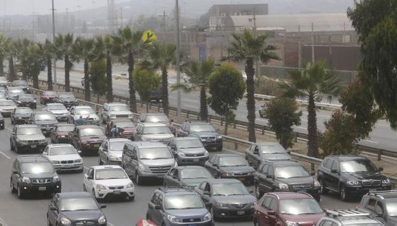 LARGA ESPERA. Hubo congestión en el puente Atocongo. (USI)