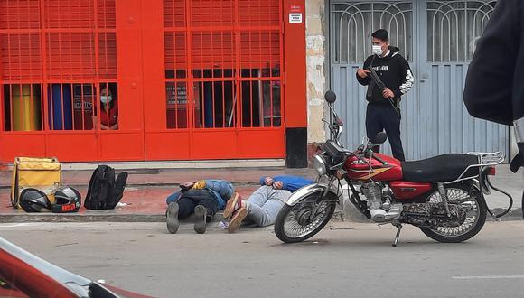 Los delincuentes no pudieron ir muy lejos y la Policía los capturó en la puerta de la ferretería. (Foto: PNP)