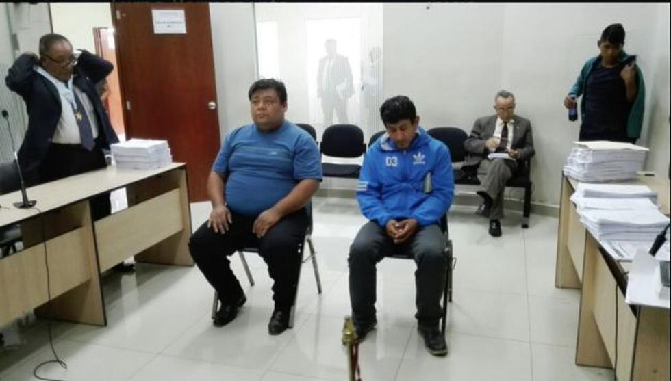 Roberto William Quispe Zárate (izquierda) se le investiga por haber trasladado a Franklin Edinzon Cotrina Tirado (derecha) a Pasamayo con el cadáver de la víctima. (CSJdeLima)
