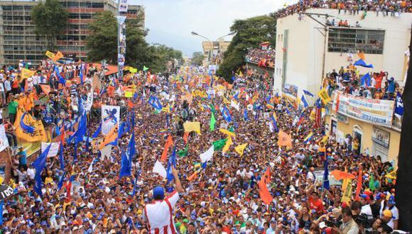 FIN DE CAMPAÑA. Los últimos mítines de Chávez y de Capriles (en la foto) han sido multitudinarios. (USI)