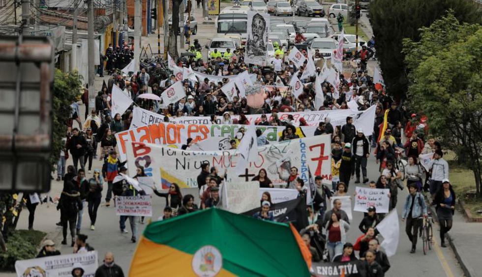 Oposición marcha para exigir al nuevo gobierno que cuide paz en Colombia | Foto: AFP