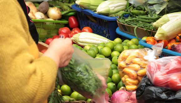 Encuesta Datum: el 55% ha gastado más en alimentos en el último mes. (Foto: GEC)