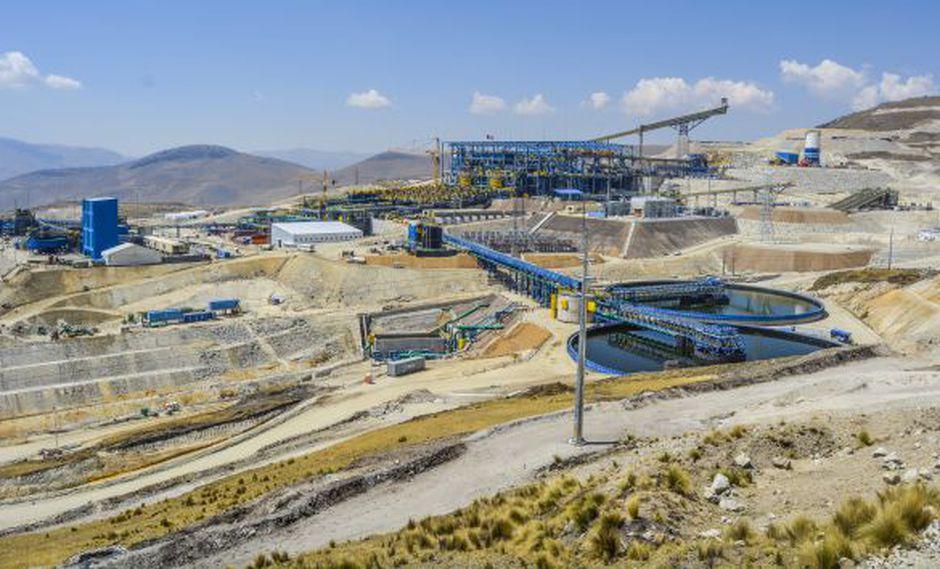 La disminución del ingreso por venta de materias primas, como los de la minería, afecta la recaudación tributaria. (Difusión)
