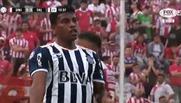 Miguel Araujo tuvo dos intervenciones claras en el área de Talleres. (Foto: captura Fox Sports 2)