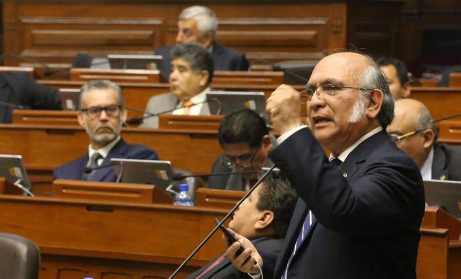 Rosas afirmó que el Ejecutivo pretende generar un marco jurídico para disolver el Parlamento e instó a sus colegas a acompañarlo en su decisión de no participar de la votación. (Foto y Video: Congreso)