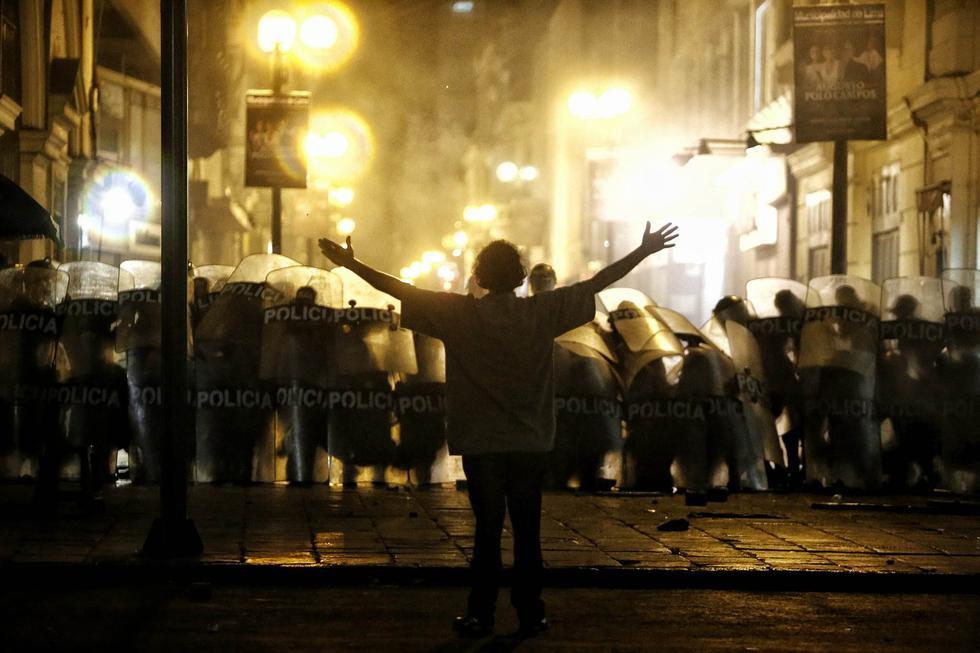 Ley de empleo juvenil: Violentos enfrentamientos se registraron en la marcha contra la 'Ley Pulpín' (RenzoSalazar/Perú21)