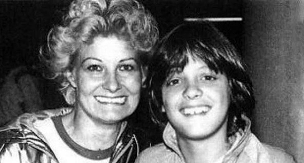 Luis Miguel y su madre, Marcela Basteri, en una postal del recuerdo. (Instagram/@luismiguellaserie)