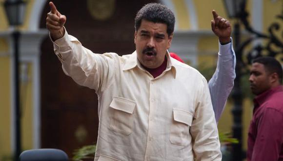 Activista Paulina Facchin en contra de que Nicolás Maduro asuma presidencia de Unasur. (EFE)