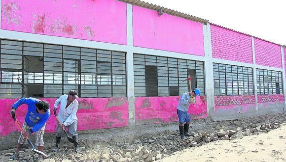 Intensas lluvias registradas en Piura inundaron los colegios y debilitaron su infraestructura.