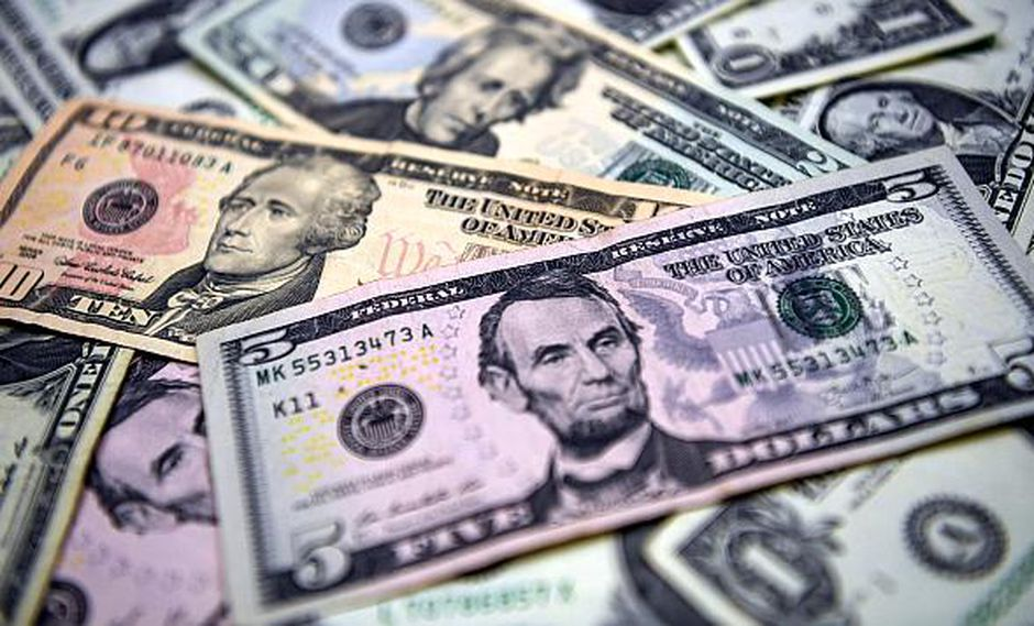 El dólar en la sesión previa cerró a S/ 3.295. (Foto: AFP)