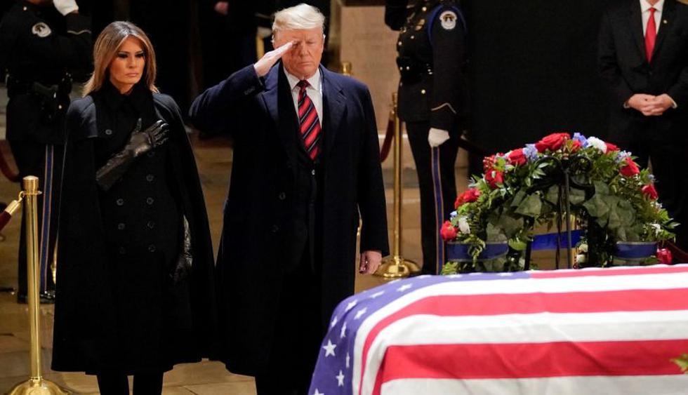 Trump rindió homenaje al ex presidente George H.W. Bush en el Capitolio de Estados Unidos. (Foto: EFE).
