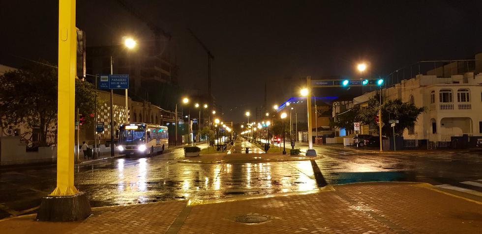 Una lluvia de verano se registró en diversos puntos de Lima esta madrugada. (Twitter: @pacofloresc)