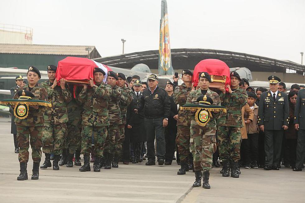Envueltos en banderas del Perú, llegaron los cuerpos de los dos policías fallecidos durante una emboscada narcoterrorista en el Vraem. (David Vexelman)