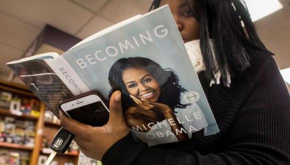 """Michelle Obama hizo esta confesión en su ciudad natal, Chicago, donde hoy inició una gira para promocionar sus memorias, """"Becoming"""". (Foto: EFE)"""