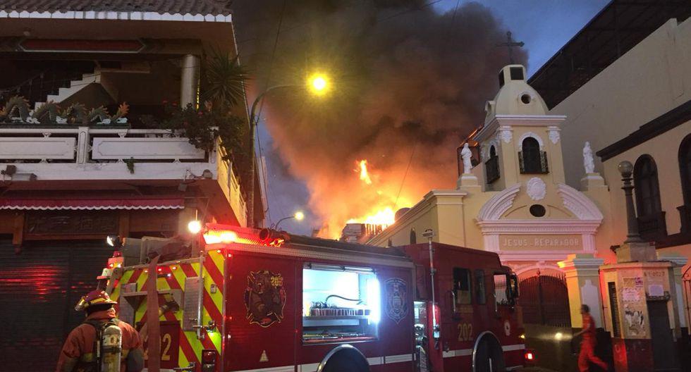 Incendio en Mesa Redonda EN VIVO: Se registran explosiones en jirón Cusco. (María Alejandra García - Perú21)