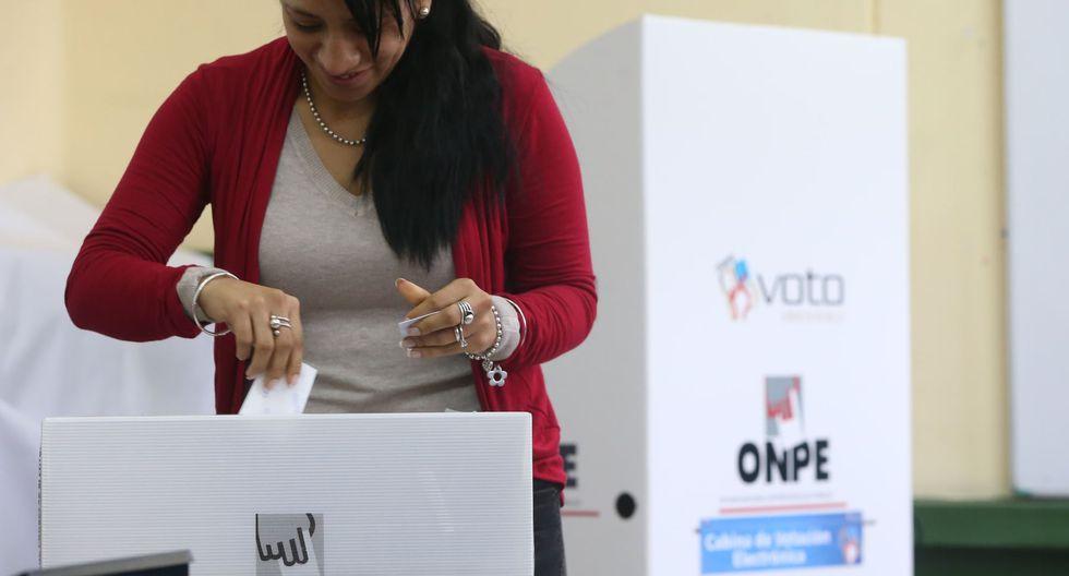 Orden de agrupación de los partidos fue elegido al azar y contó con la presencia de un notario público.  (Foto: Andina)