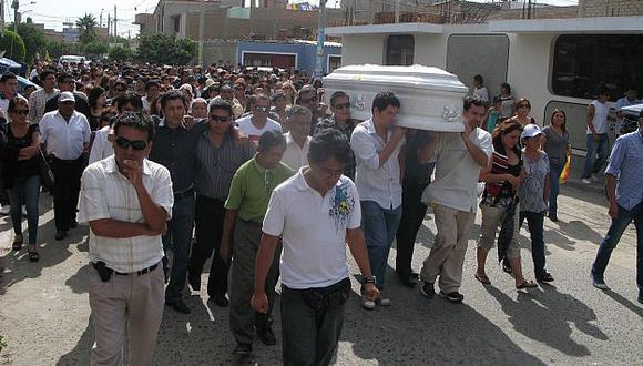 El fiscal fue enterrado el martes 17 de abril, pero todavía no hay detenidos. (USI)