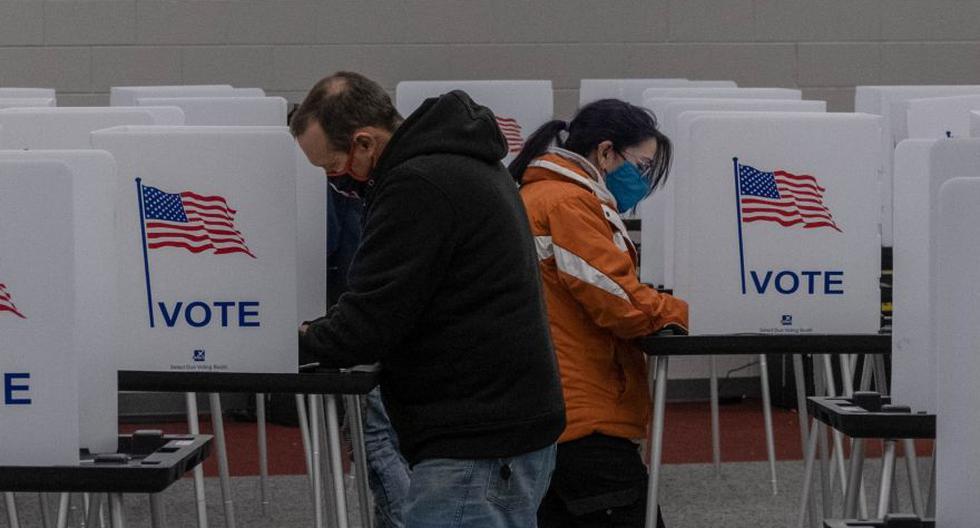 Imagen referencial de personas votando el 3 de noviembre en el Mott Community College de Flint, Michigan. (Foto: AFP / Seth Herald).
