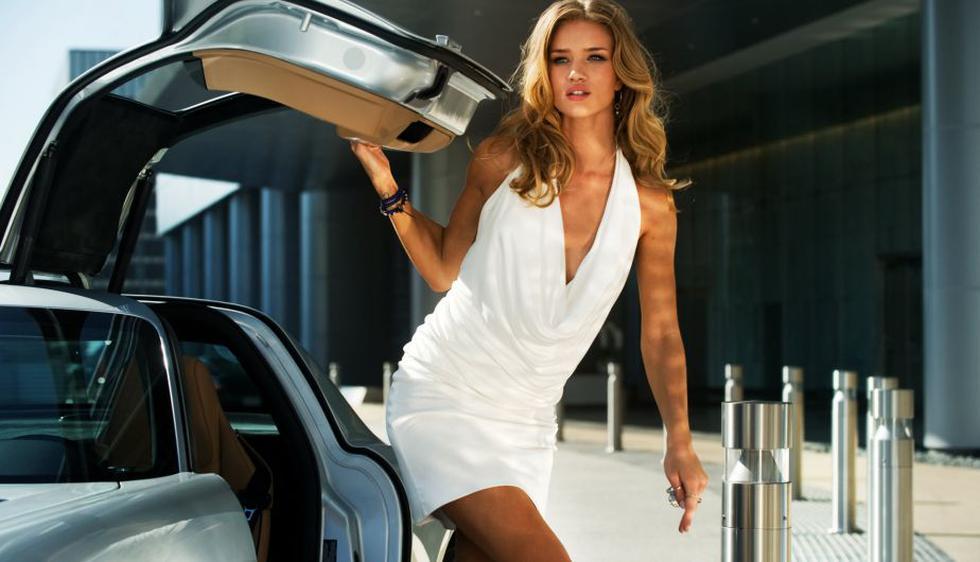 La inglesa Rosie Huntington-Whiteley fue elegida como la nueva bomba sexy para la tercera entrega de 'Transformers'. (Internet)