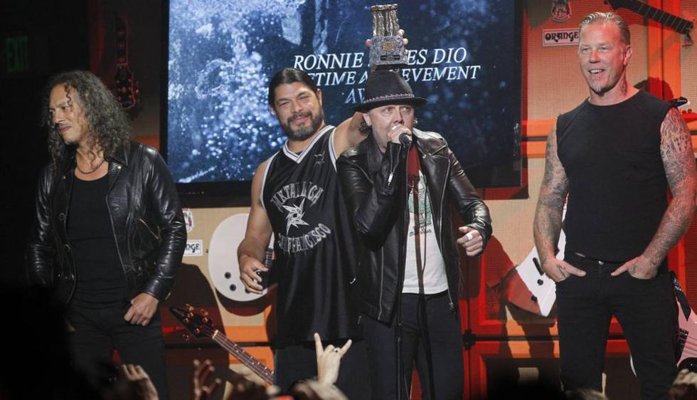 Posteriormente, Metallica fue galardonado con el Ronnie James Dio Life Achivement. (Reuters)