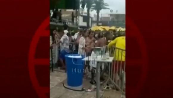 Varios asistentes registraron en video el momento del incidente. (Foto: Captura/América Noticias)