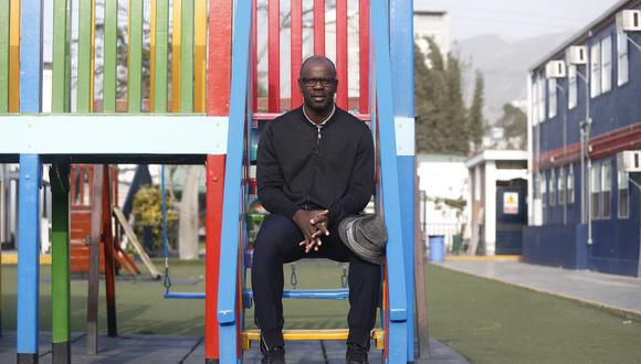 """""""Hay una cultura de la jerarquía. Tiene que ver con la educación. No queremos ver que el racismo es una cosa ligada a la economía y al poder monetario"""", declara el ex futbolista (Piko Tamashiro/Perú21)."""