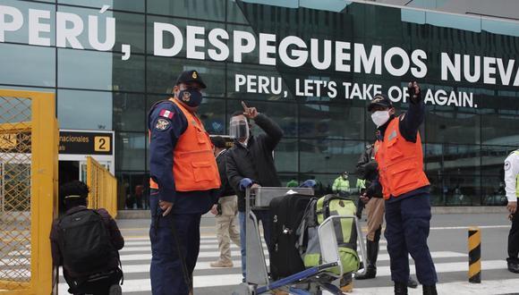 Según cifras del MTC, en promedio 12 mil personas han viajado en estas dos semanas en rutas internacionales. (Foto: Leandro Britto/ GEC).