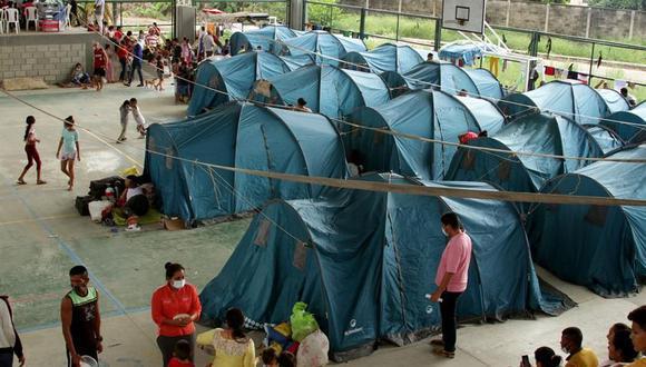 Las autoridades colombiana colocaron carpas para las más de tres mil personas que se han desplazados en la frontera entre Venezuela y Colombia. (Foto: EFE)