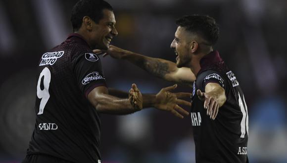 Lanús enfrentará a Gremio o Barcelona por el título del certamen. (AFP)