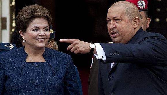 La presidenta brasileña Dilma Rousseff y el presidente de Venezuela, Hugo Chávez. (AP)