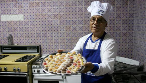 300 soles necesitó Máximo Rezza para iniciar su negocio. Ese dinero le permitió elaborar 100 dilces de maná. (Rochi León)