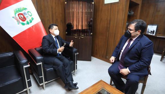 Ministro Eduardo Vega junto al procurador general del Estado, Daniel Soria. (Foto: @MinjusDH_Peru)